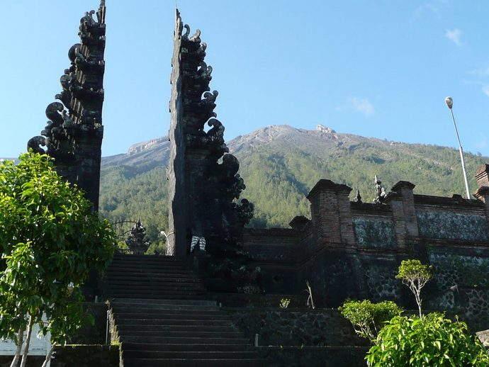 Alila Manggis - Alila Experiences - Pasar Agung Temple entrance