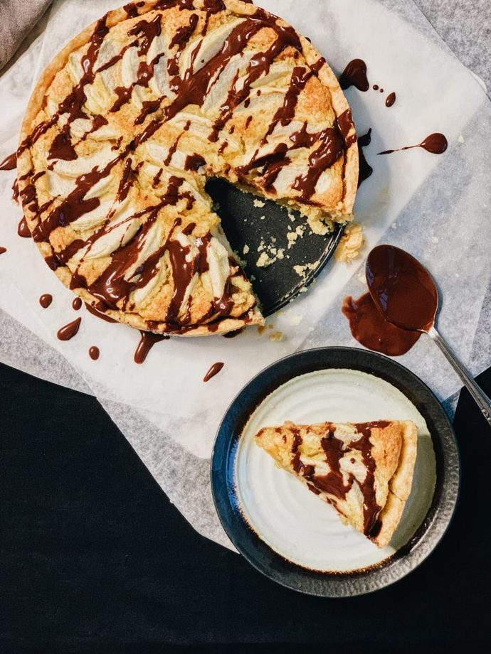 Shortcrust pastry almond apple tart