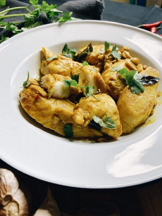 fish cooked in curry leaf broth