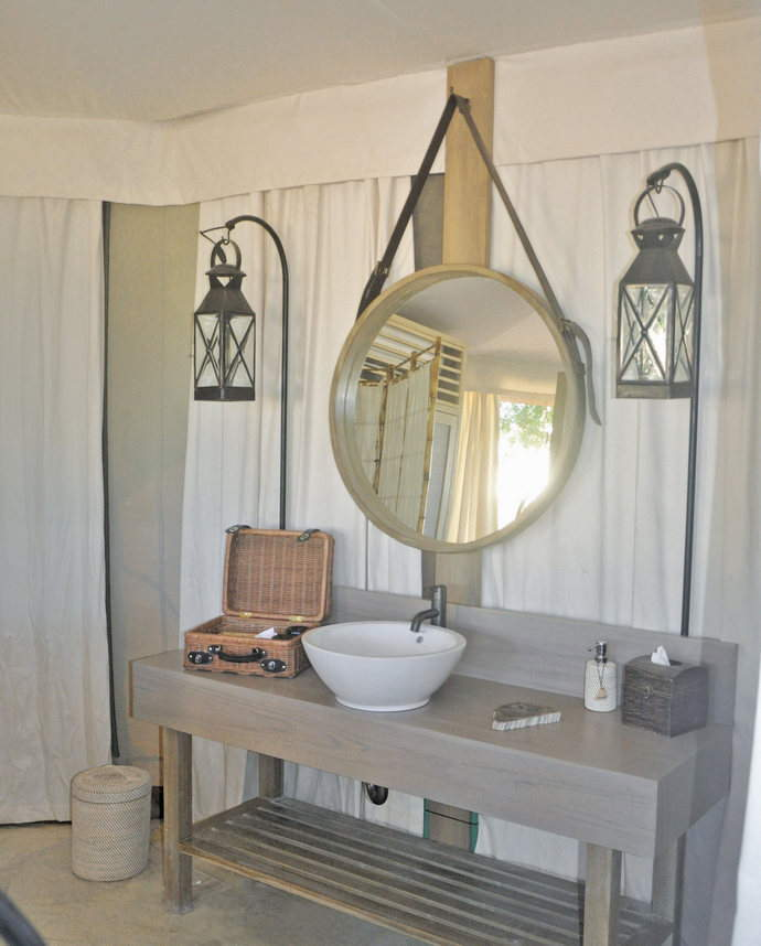 Amenities-in-the-Beach-Camp-Tent